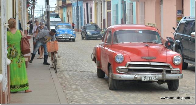 Trinidad les rues s'animent de bon matin